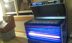 News: Restoring and old Jukebox with #arduino and the Mp3 shield